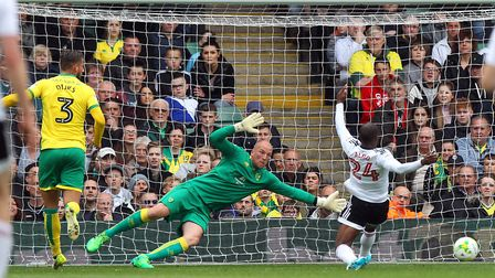 Sone Aluko of Fulham goes close during the Sky Bet Championship match at Carrow Road, NorwichPictur