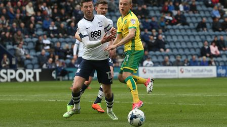 Paul Gallagher of Preston North End and Alex Pritchard of Norwich in action during the Sky Bet Champ