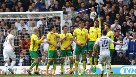 Pablo Hernandez of Leeds United scores his sides 3rd goal from a free kick during the Sky Bet Champi