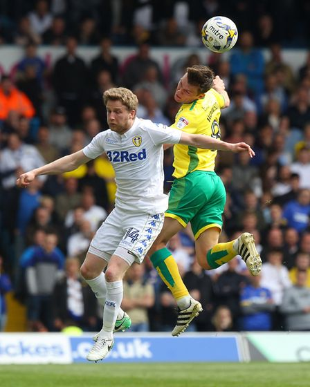 Jonny Howson of Norwich and Eunan O'Kane of Leeds United in action during the Sky Bet Championship m