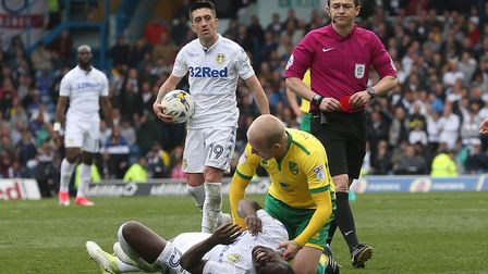 Steven Naismith was red carded for a foul on Ronaldo Vieira. Picture: Paul Chesterton/Focus Images L