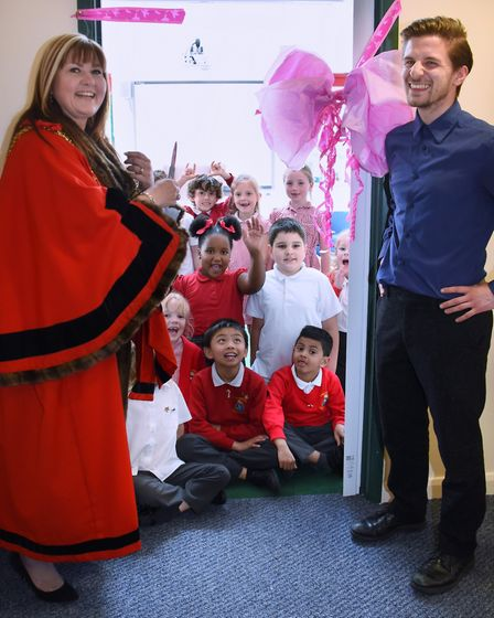 Mayor of Great Yarmouth Borough, Kerry Robinson-Payne, cuts the ribbon to open the new library at S