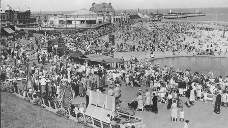 A crowded Gorleston seafront in the 1940s. In the background the Pier Hotel, The Floral Hall and ope