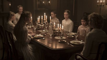Emma Howard as Emily, Kirsten Dunst as Edwina, Elle Fanning as Alicia, Oona Laurence as Amy, Angouri