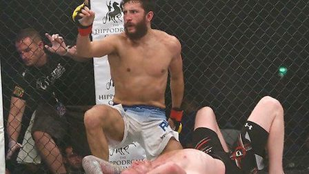Colchester's Sean Carter will fight on Cage Warriors at the O2