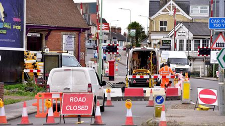 Work has started to replace ageing gas mains in Oulton Broad, causing three weeks of delays for driv
