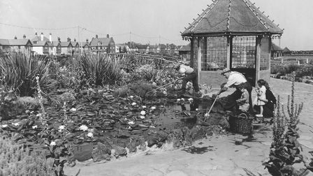 Great Yarmouth - Seafront Waterways Gardens and Lily Pond at Great Yarmouth. Dated reprinte