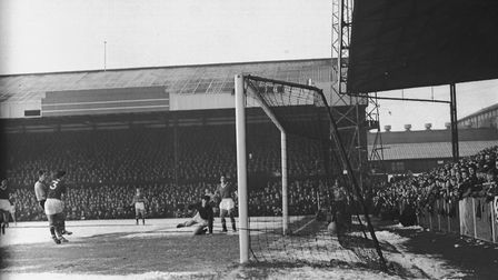 Terry Bly (extreme left) scores the opening goal against Manchester United in January 1959. Picture: