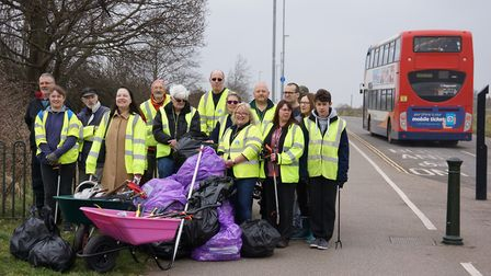Councillor Alex Kemp and Elizabeth Nockolds joined Harding's Pits Community Association volunteers i