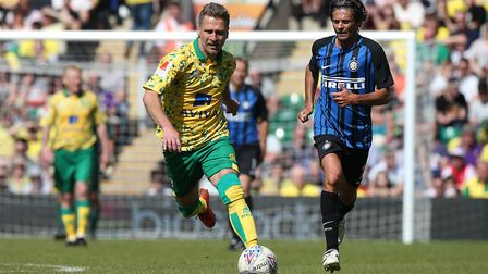 Darren Eadie on the attack for Norwich City Legends against Inter Forever.