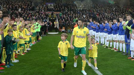 Wes Hoolahan gets a guard of honour for a memorable final Norwich City appearance against Leeds towa