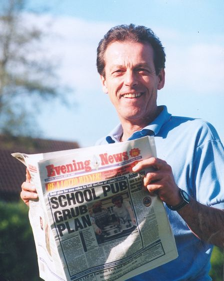 PEOPLELESLIE GRANTHAM IN NORWICH READING EVENING NEWSDATE; 10TH JUNE 1997C2151