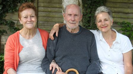Ten Pound Pom Robert Martin with daughters Vicky, left and Moira