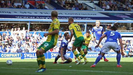 Onel Hernandez of Norwich scores his sides 1st goal during the Sky Bet Championship match at the St