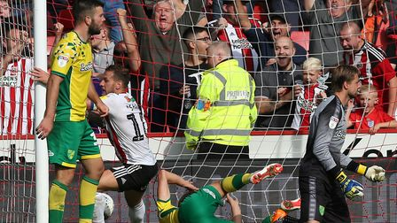 Billy Sharp of Sheffield United celebrates scoring his sides 2nd goal during the Sky Bet Championshi