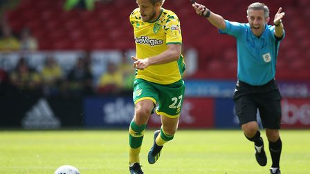 Referee Darren Bond tells Teemu Pukki of Norwich to play on during the Sky Bet Championship match at