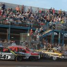Chaos as the green flag drops - – defending world champion Dan Parker (306) is already in serious tr