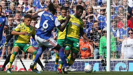 Alex Tettey goes in hard on Trevoh Chalobah