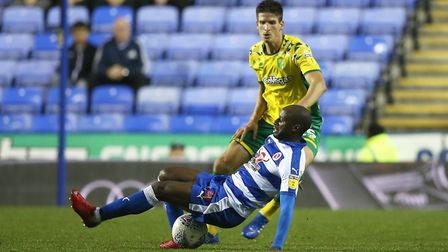 Sone Aluko of Reading and Timm Klose of Norwich in action during the Sky Bet Championship match at t