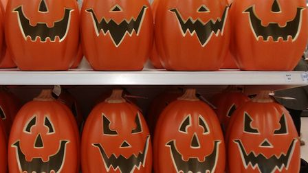 This picture of pumpkin heads for Halloween is very traditional