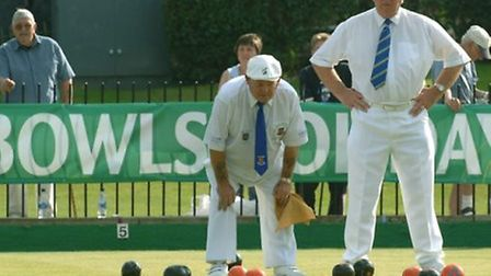 Derek Webster in the quarter finals of the mens pairs at the Great Yarmouth Festival of Bowls in 200