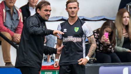 Norwich City head coach Daniel Farke gives instructions to James Maddison during 2017 pre-season - t