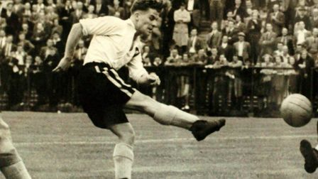Noel Kinsey's goal had earned the Canaries an FA Cup replay against top-flight champions Portsmouth