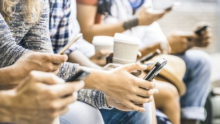 University highlight the affects of social media on wellbeing by encouraging students to take a soci