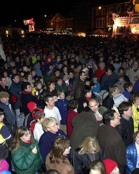 (4/4 EDI)A full market place in Dereham for the christmas lights switch on.