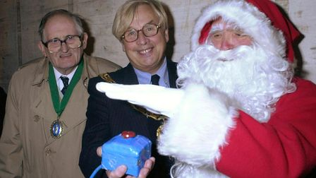 (1/4 EDI)Santa switches on the christmas lights in Dereham with a little help from Mayor Michael F