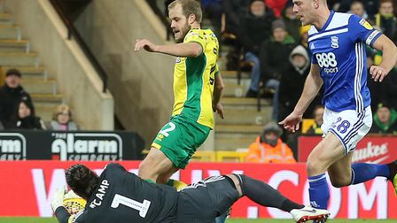 Lee Camp of Birmingham City saves at the feet of Teemu Pukki of Norwich during the Sky Bet Champions