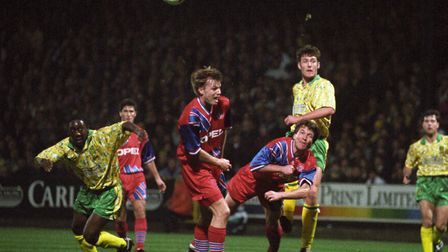 Chris Sutton, centre, in Uefa Cup action against Bayern Munich in 1993, rates Ruel Fox, left, as his