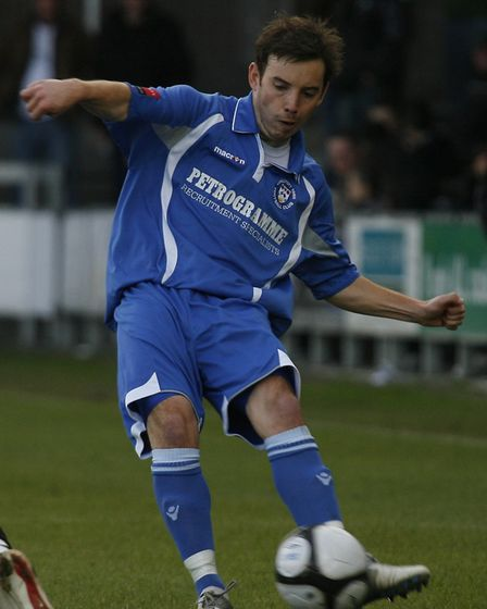 Dartford. 25th September 2010. Lowestoft's Adam Smith in action during the FA Cup 2nd Qualifying Rou