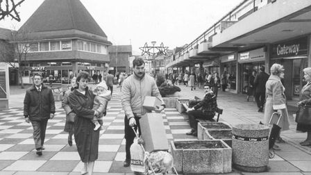 Kings Lynn Christmas shoppers. pic taken 4th December 1984 c12330 pic to be used in edp2 7th
