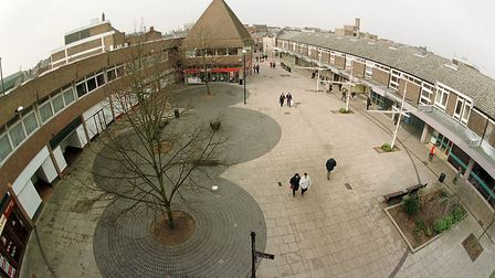 02/25/99 1of2. (lynnsupp) New Conduit Street, the 'dead' centre of Kings Lynn where many of the shop