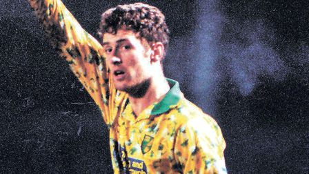 Chris Sutton scored twice as Norwich City beat Notts County 3-0 in the FA Cup fifth round at Carrow