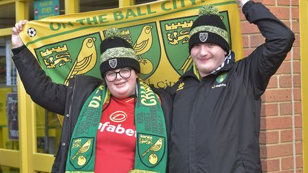 Canary Fans leave for the Norwich City v Tottenham game.Nicole Wise and Alex SalihByline: Sonya Dunc