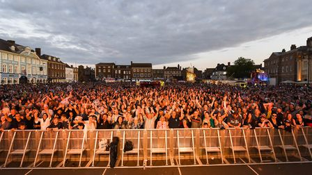 A large crowd filled the Tuesday Market Place in King's Lynn for the final night of Festival Too. Pi