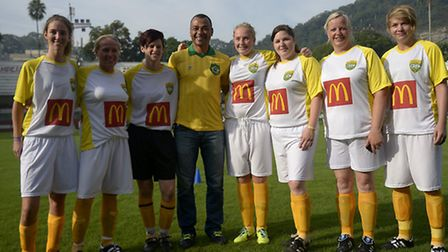 Cafu with the winning McDonalds team from the east coast (Photo by Alexandre Loureiro/Getty Images)