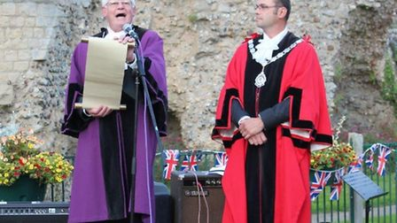Town reeve Terry Reeve and mayor Olly Barnes reading the proclamation at Bungay's beacon night.
