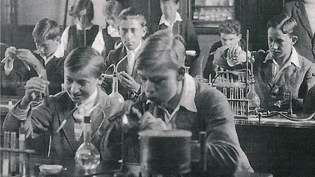 Dorothy Crowfoot Hodgkin and her friend Norah Pusey in their chemistry class at Sir John Leman schoo