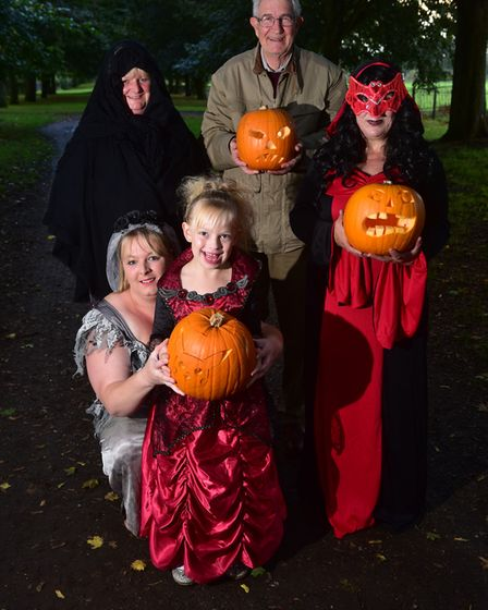 Town Mayor Graham Catchpole with Yvette Tackley, Yazmin Feek, Denise Feek and Annette Tackley at the