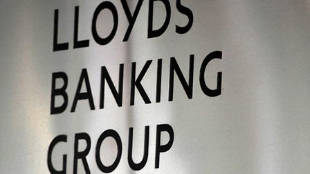 Lloyds Banking Group's sale of more than 600 branches to the Co-operative Group has collapsed