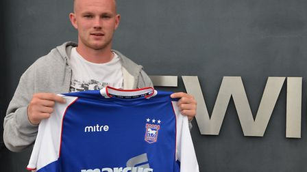 Ipswich Town have signed midfielder Ryan Tunnicliffe on loan from Manchester United until January