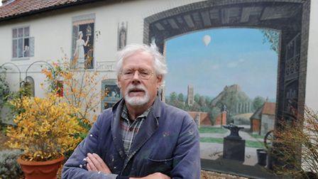 Artist Alan Dodd has painted a mural on a house in Eye.