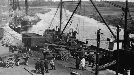 Unloading a coal runner at Allen's Quay at Mistley during the 1926 coal strike. Photograph: Visiting