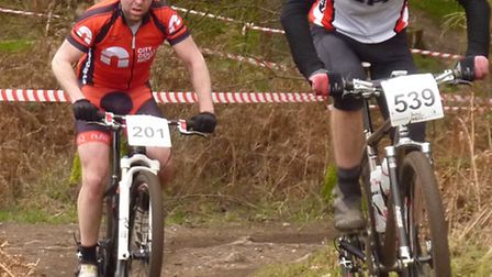 Dan Howe (Gipping RT) leading Glenn Stanford (Team CCN) out of Howe's Pit. final round of the MTB