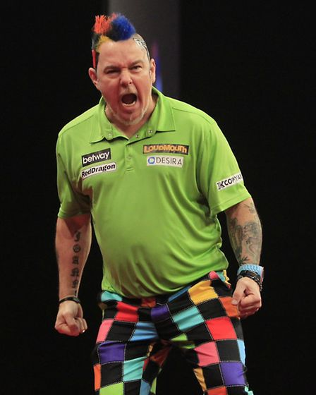 Peter Wright plays Michael van Gerwen in a top-of-the-table clash tonight