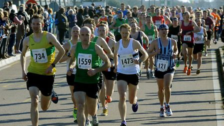 The eventual top three are already to the fore at the start of the Colchester Half-Marathon. From le
