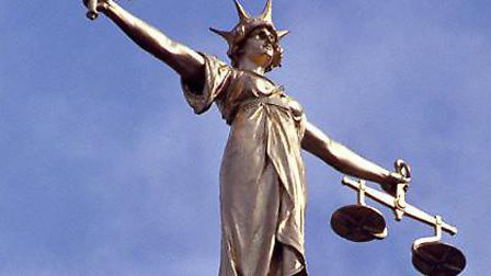 Man receives suspended sentence for �7,500 fraud